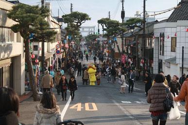 (写真・1月2日の大社町神門通り)