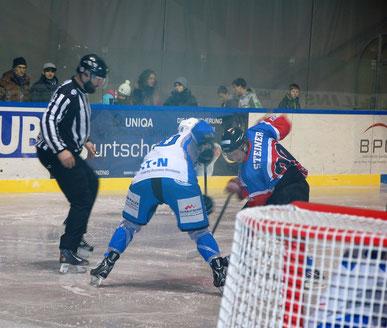 Unser Lukas Thöny im Zweikampf mit Kundl-Goalgetter Markus Steiner