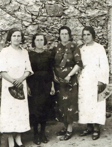 Genara, Teresa, Bibiana y Sabina. F. P. Privada.