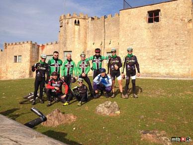 Foto de grupo en el castillo del Marqués de Pajosa