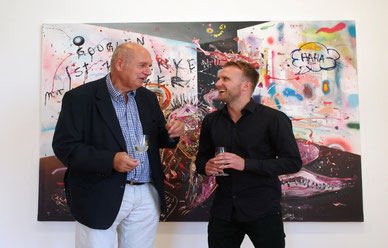Viel Zuspruch erntete Marc Jung für seine im Toni-Merz-Museum ausgestellten Bilder bei der Vernissage von Laudator Rainer Beck. Foto: Daniela Busam