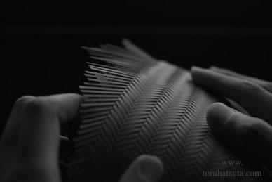 指先、爪の先も竹籠を編む道具