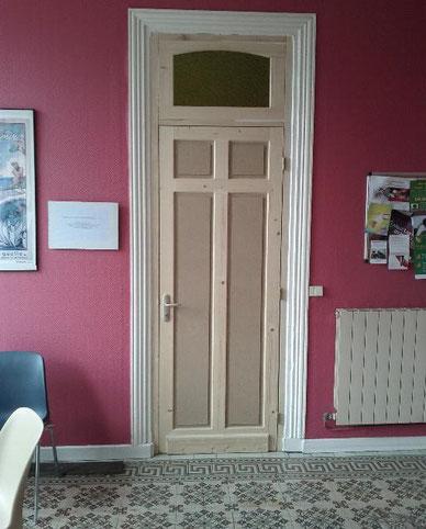 La porte une fois posée