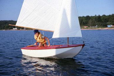 1971- Première navigation en solitaire à la voile