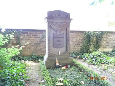 Herstellung der Inschriftplatte durch die Firma Friedrich Antoni in der Werkstatt in Bornheim-Walberberg