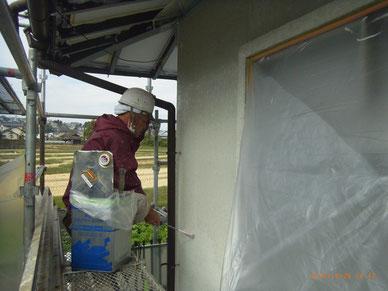 外壁プライマー塗装。 熊本T様邸