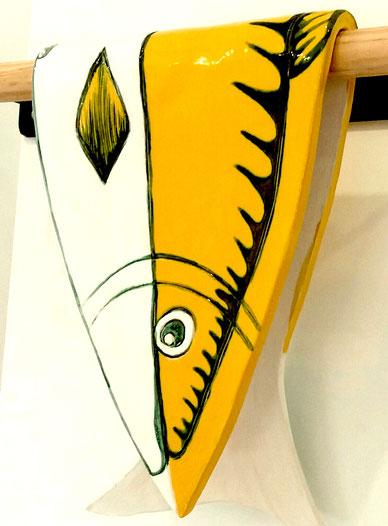 céramique de martine royer, poisson plié jaune