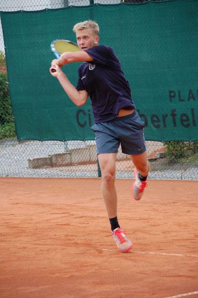 Tennishallenplatz in Wuppertal mit Turniertennis