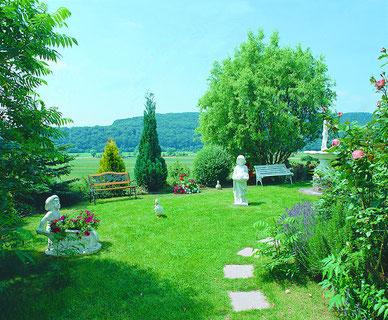 Blick von der F-Whg-Sonneneck auf unseren herrlichen Garten.