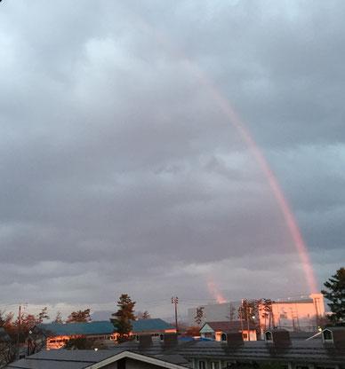 ほんの一瞬だけ顔をのぞかせた虹(Hさん提供)