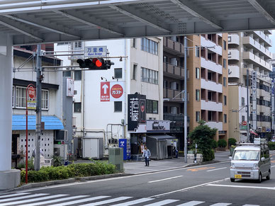 事務所は崎陽軒本店のすぐ近くです。