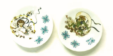 九谷焼通販 おしゃれなペア小皿 風神雷神 裏絵 3寸花びら型