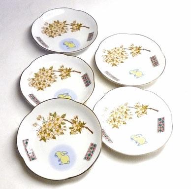 九谷焼『皿揃え』白兎しだれ桜&ソメイヨシノ 赤小紋 4寸梅型 裏絵