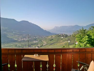 Blick vom Südbalkon nach Meran, Schenna, Dorf Tirol und Umgebung