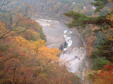 紅葉の吹割渓谷と千畳敷