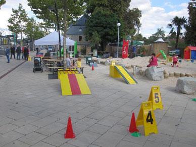 Fussballgolf mieten Kinderfest Teamevent Sandra Minnert Eventmodule Verleih Frankfurt Karben Bad Vilbel Oberursel Fussballgolf spielen Fussball Golf Anlage Bürogolf spielen