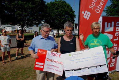 Fussballschule Sandra Minnert Spendenübergabe Fussballcamps