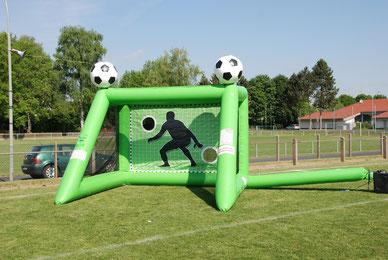 Kindergeburtstag feiern in Frankfurt Oberursel Bad Homburg Torwand mieten Eventmodule Fussballgeburtstag Verleih Torwandschießen
