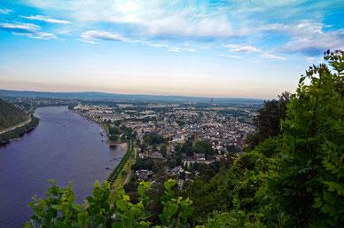 Panoramablick auf den Rhein von Andernach