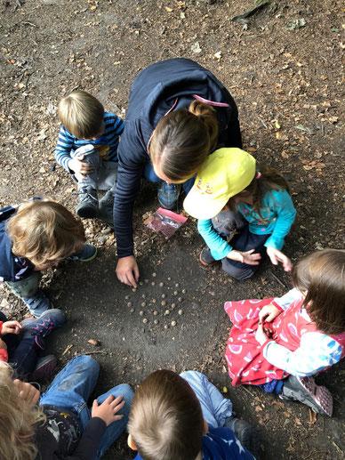 Spielen in der Waldspielgruppe Schaukelpferd Luzern