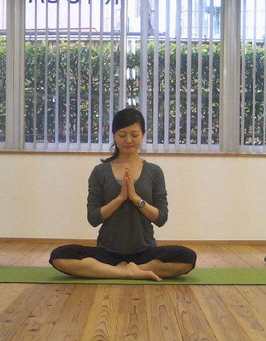 Morning yoga : Thursday by Naomi