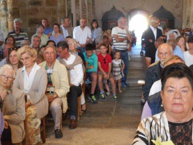 3-L'église est rapidement bondée. 450 à 500 personnes étaient présentes !