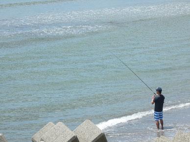 とおちゃんは釣り。