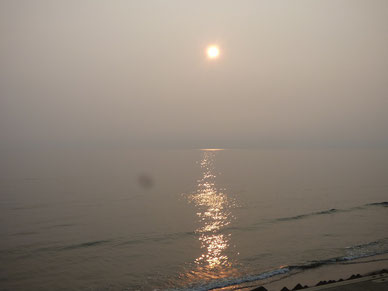 PM2.5?かなり沖が霞んでいました。