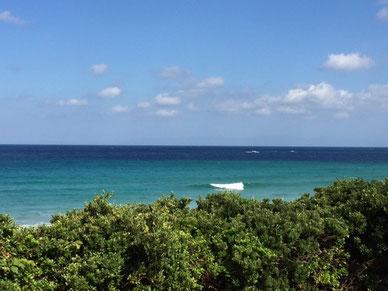 ここもうねりが入りだしていましたが、風が少し合わず・・ 海の色ヤバい!キレイ~~