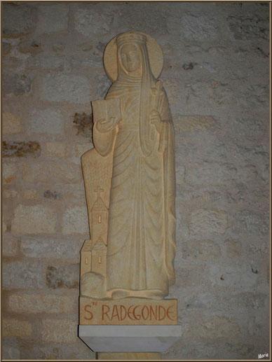 Statue de Sainte Radegonde dans l'église Sainte Radegonde à Talmont-sur-Gironde, Charente-Maritime