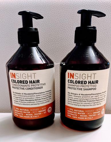 Shampoo e condizionante protettivo Insight colored hair sopra il tavolo