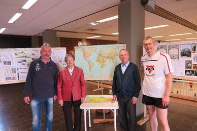Vor der Ausstellung: Michael Kühn (von links), Ida Fischer, Robert Fischer und Michael Meixner