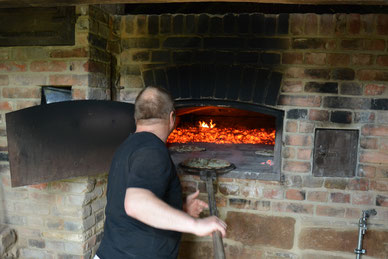 Der Ofen ist geheizt (Foto: Fränkisches Freilandmuseum Fladungen)
