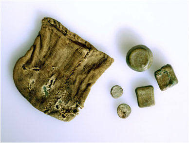 Viking Age textile purse for scale weights coming from a male grave in Jåtten, Hetland, Rogaland B4772_d, sample no.9. The size of the purse is 6,5 × 6,5 cm. (Photograph Svein Skare, © University Museum of Bergen).