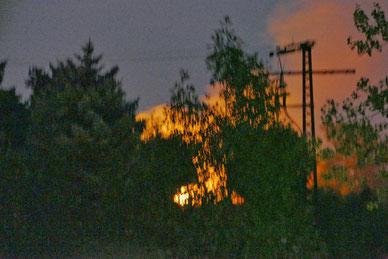Ein Brand nahe des Osterberges von Klinze riss viele Menschen aus dem Schlaf.