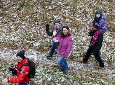 Egal wie das Wetter oder die Beschaffenheit des Weges waren, Spaß hatten alle. (auch der Fotograf im Baumwipfel)