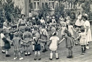 """Auch """"früher"""" wurden schon Feste gefeiert, danke an KlausKlinze für dieses Foto!"""