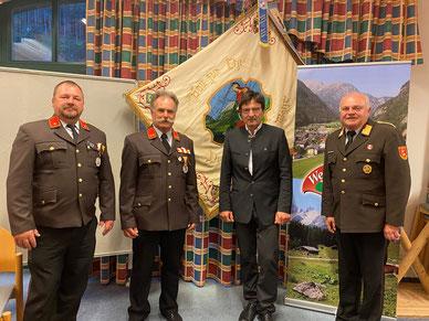 Im Bild: OFK-Stv. BI Herbert Hirschbichler, OFK OBI Richard Möschl, Bürgermeister Josef Hohenwarter und BFK OBR Klaus Portenkirchner