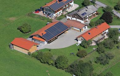 Luftbildaufnahme der Zimmereigebäude in Fentbach/Weyarn