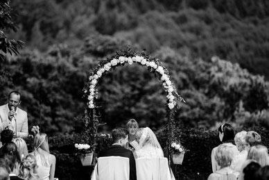 Bei der Trauung greifen Traurede, Musik und Ritual ineinander