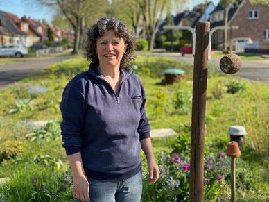 Jutta Dreyer (55) aus Bremen-Kattenturm verwandelt eine Verkehrsinsel in ein Tier- und Pflanzenbiotop