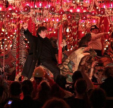 Gaiman en uno de los escenarios de la novela