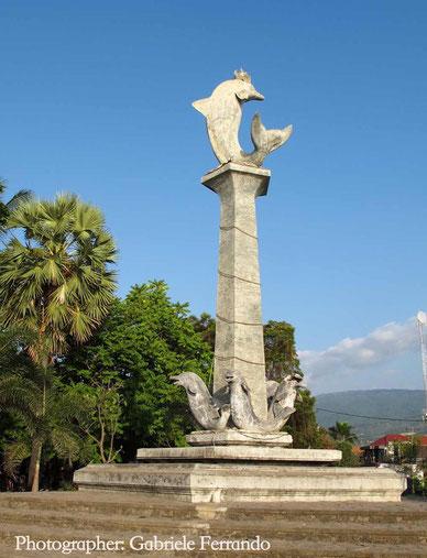 Il delfino, simbolo di Lovina - Bali. (Photo by Gabriele Ferrando)