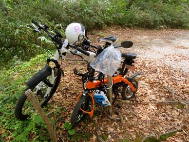 グラフィットバイクのハンドルに何やらビニール袋が・・。