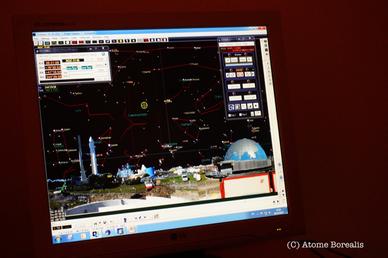 Le télescope se pilote à l'aide d'un logiciel faisant apparaître la position des astres en temps réel.