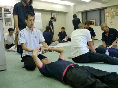 無痛で身体のゆがみをなおす、しんそう療方京都研修会の様子