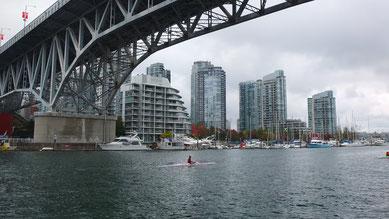Skyline von Vancouver von Granville Island aus