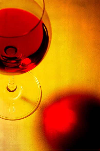 Rotweinglas auf Leinwand