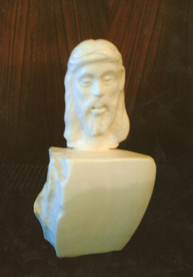 Cristo tallado en marfil, colección particular.