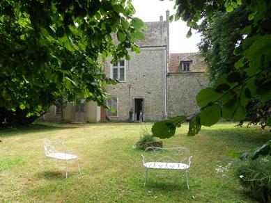 SAVIGNY LE TEMPLE Ferme du Coulevrain / le jardin à l'arrière de la maison de mâitre